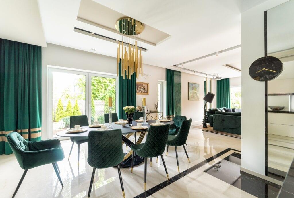 Wnętrza przestronnego i luksusowego domu projektu Trędowska Design - foto Michał Bachulski