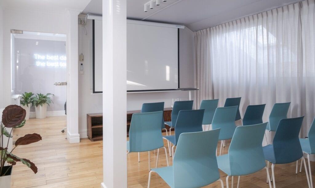Biuro firmy YouGov od pracowni Monarchia Design - projekt Emilia Schudy, Małgorzata Zbierska - foto Maciej Dydyński
