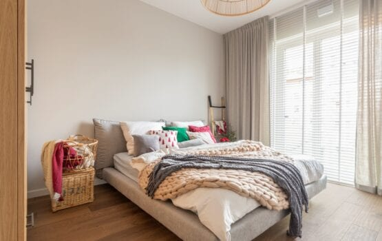 Decoroom i trzypokojowe mieszkanie w świątecznym klimacie