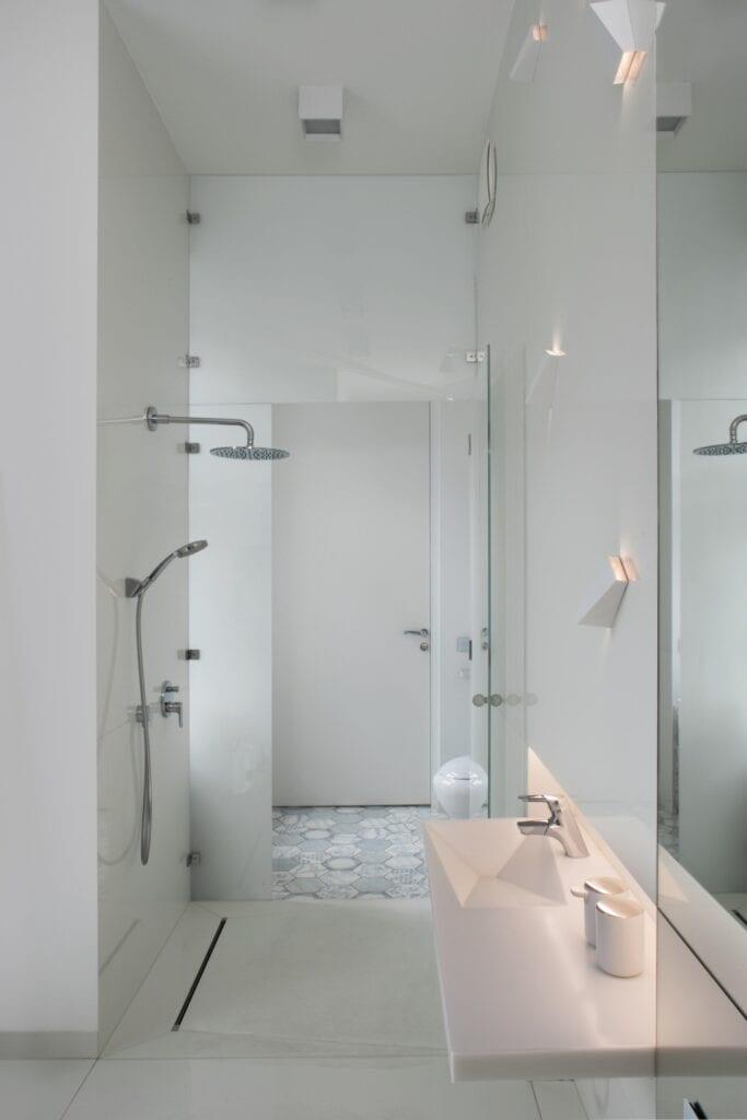 Funkcjonalna łazienka z charakterem - porady Kulczyński Architekt