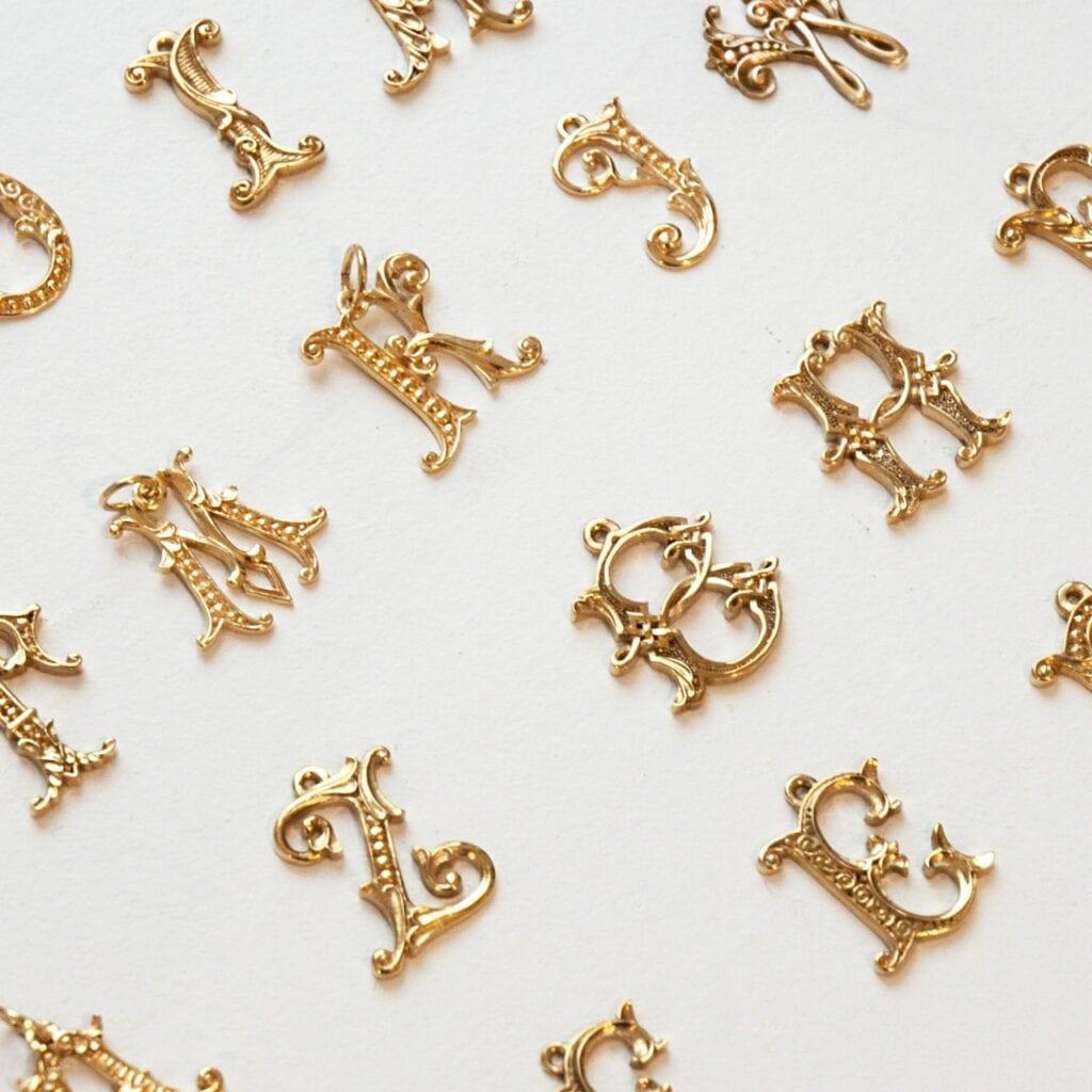 GROOVY - wyjątkowa biżuteria od Joanny Mach i Doroty Staniec - litery solo tu