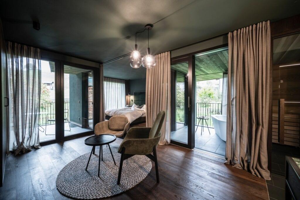 Network of Architecture i projekt rozbudowy hotelu w Tyrolu - apartamenty Floris - foto Alex Filz
