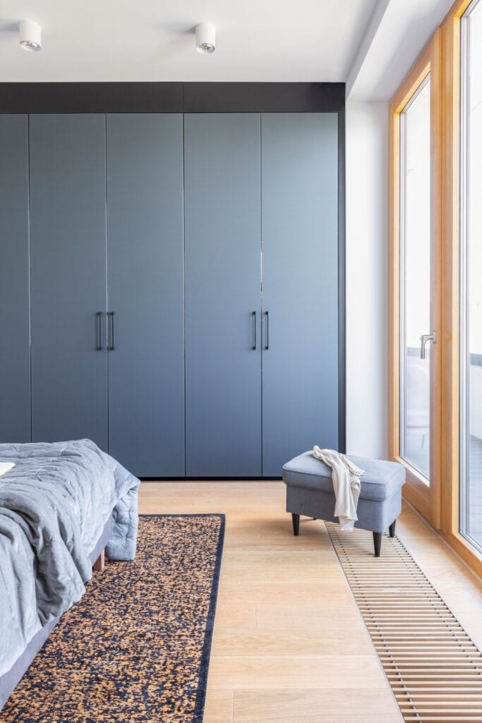 Przytulny apartament na Ursynowie od Renee's Interior Design - foto Pion Poziom