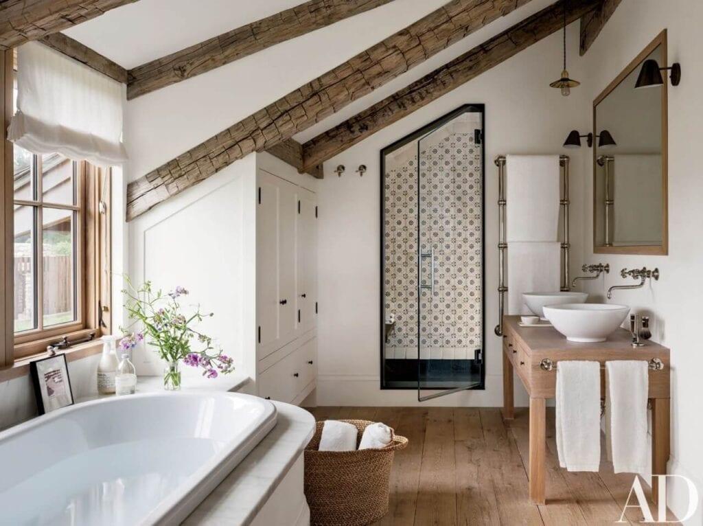 Aranżujemy łazienkę na poddaszu – porady i inspiracje - Foto Nikolas Koenig