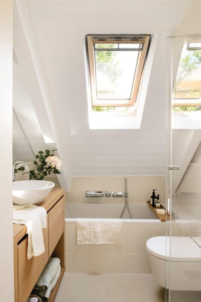 Aranżujemy łazienkę na poddaszu – porady i inspiracje - Foto Pere Peris