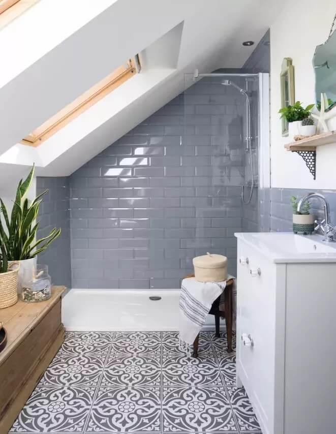 Aranżujemy łazienkę na poddaszu – porady i inspiracje - Foto Simon Whitemore