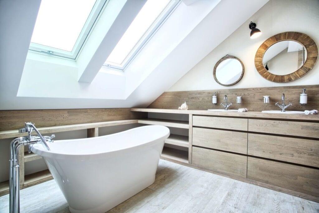 Aranżujemy łazienkę na poddaszu – porady i inspiracje - Projekt emDesign