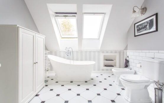 Aranżujemy łazienkę na poddaszu – porady i inspiracje