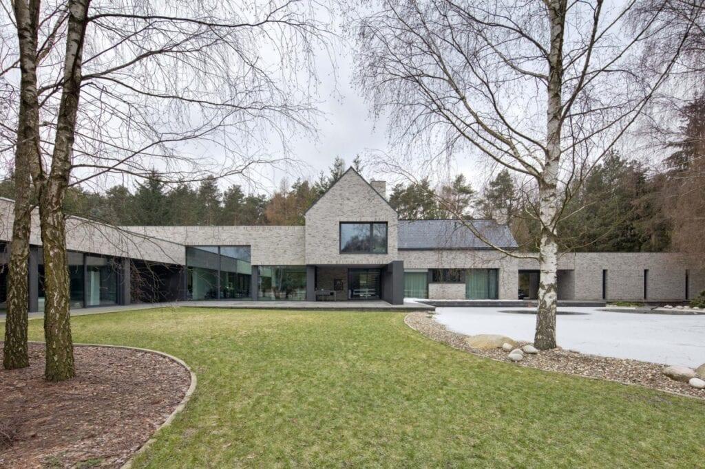 Futurystyczne bryły domów projektu REFORM Architekt - RE: HORIZONTAL HOUSE