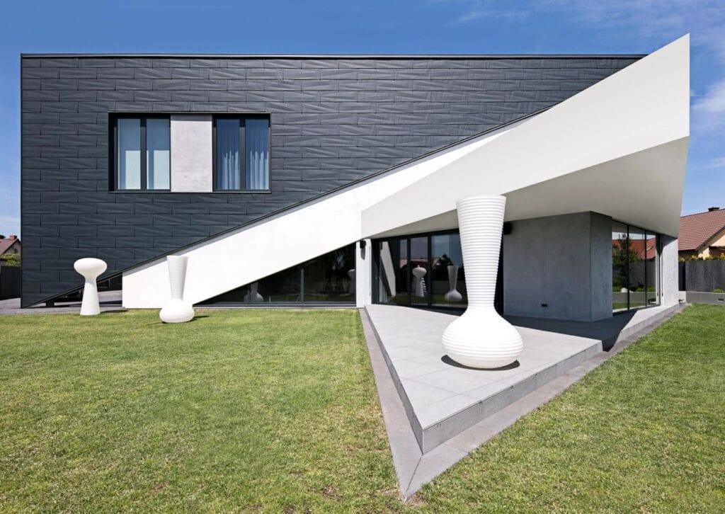 Futurystyczne bryły domów projektu REFORM Architekt - RE: TRIANGLE HOUSE