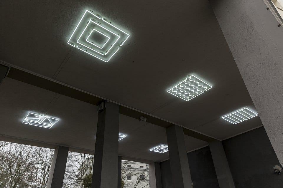 Neon zaprojektowany przez studio Full Metal Jacket