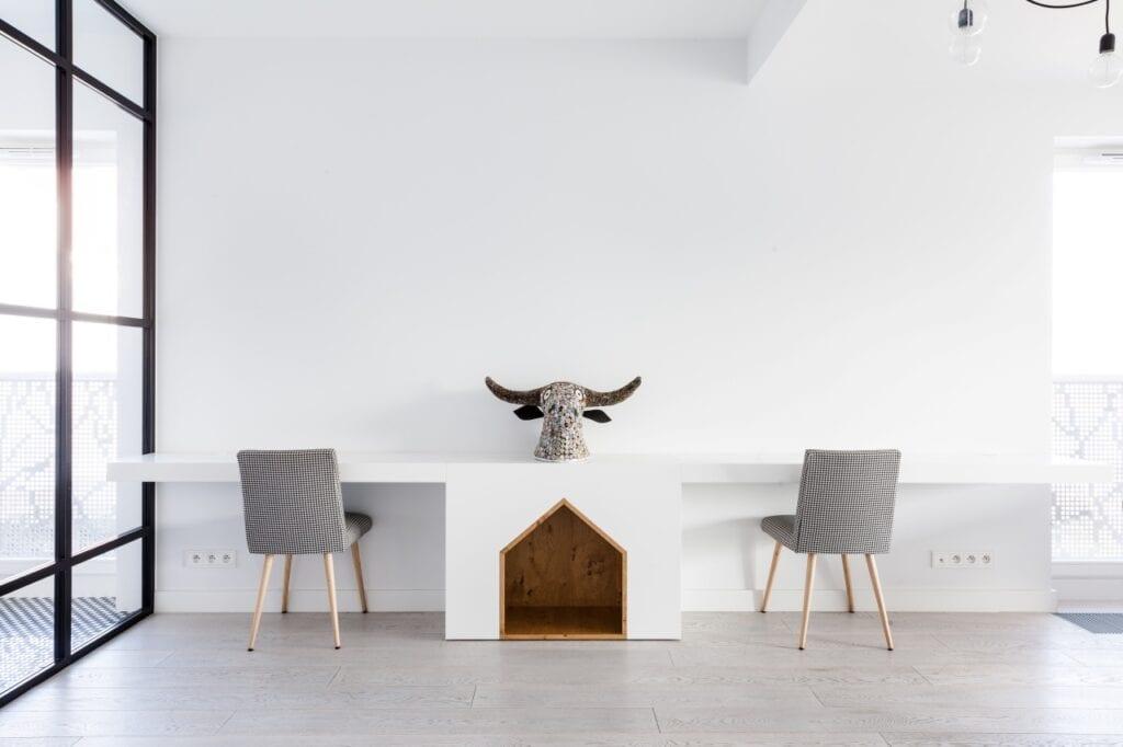 Nieśmiertelna biel w apartamencie projektu Black Deer Workshop - foto Pion Studio