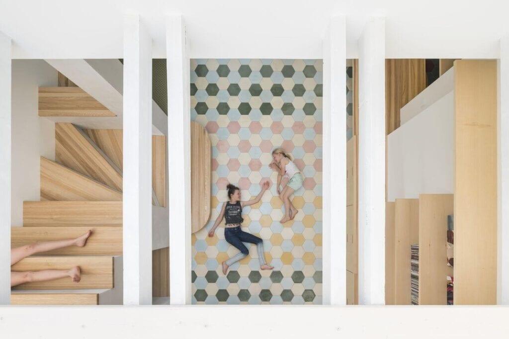 3-piętrowy dom dla 3 rodzin projektu studia No Architects - foto Studio Flusser