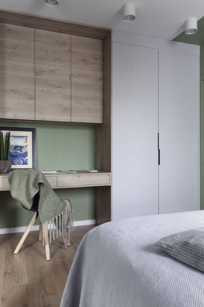 Szara szafa w sypialni - projekt Ilona Paleńczuk z pracowni IP Design