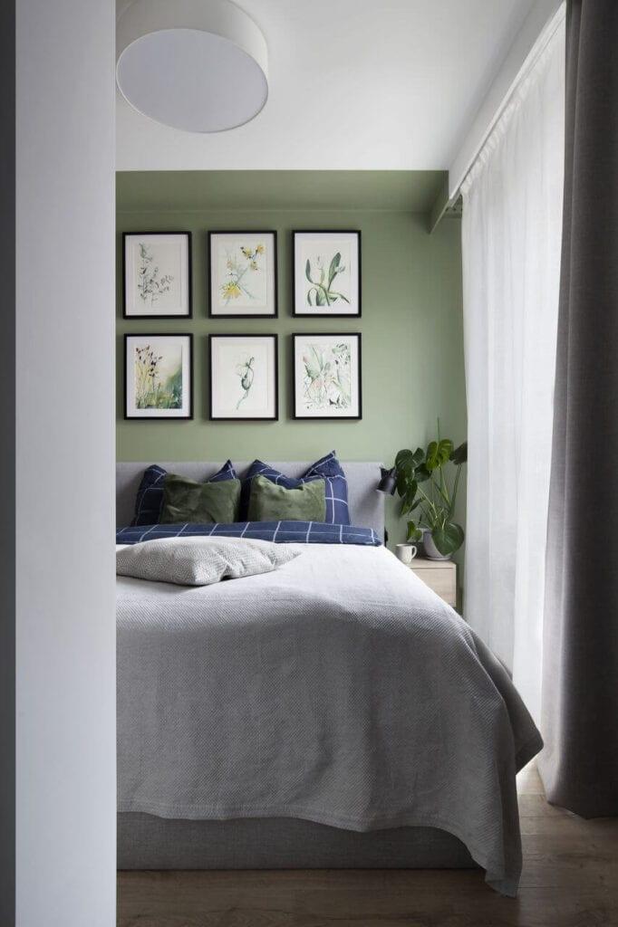6 obrazów nad łóżkiem w sypialni - projekt Ilona Paleńczuk z pracowni IP Design