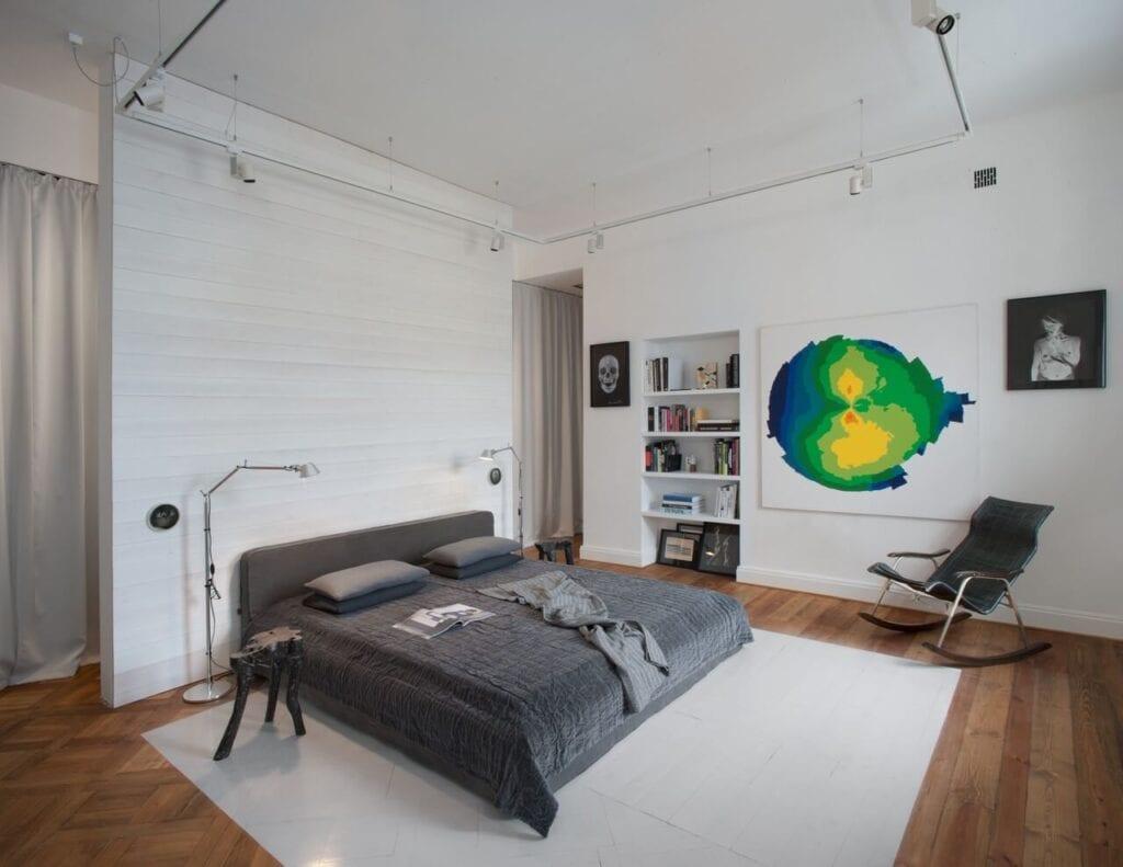 Apartament wypełniony sztuką w zabytkowej warszawskiej kamienicy - projekt Kulczyński Architekt - foto Hanna Długosz