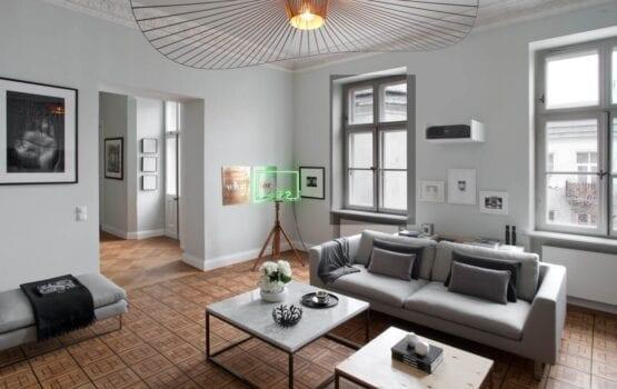 Apartament wypełniony sztuką w zabytkowej warszawskiej kamienicy