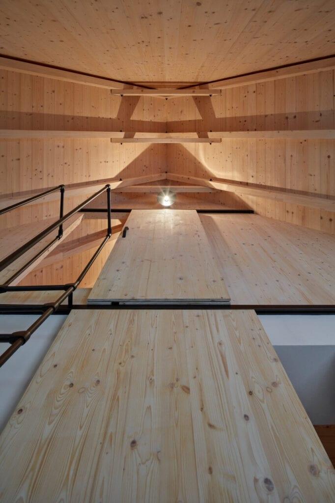 Chata w dolinie rzeki Horská Kamenice projektu Mjölk architekti - foto BoysPlayNice