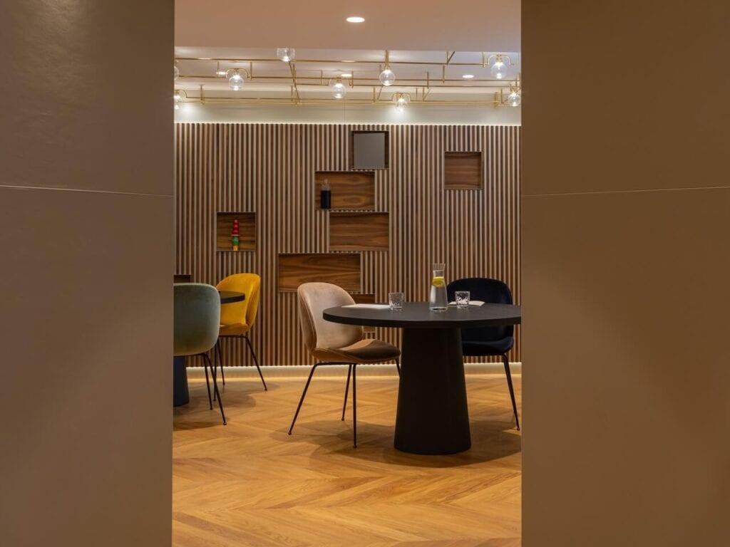 Biura w historycznej willi w Zurychu projektu Boris Kudlička with Partners - foto Sebastian Rzepka