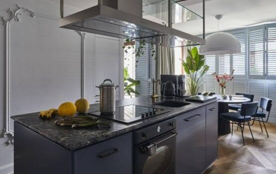 100-metrowy apartament w kolorze burzowego błękitu