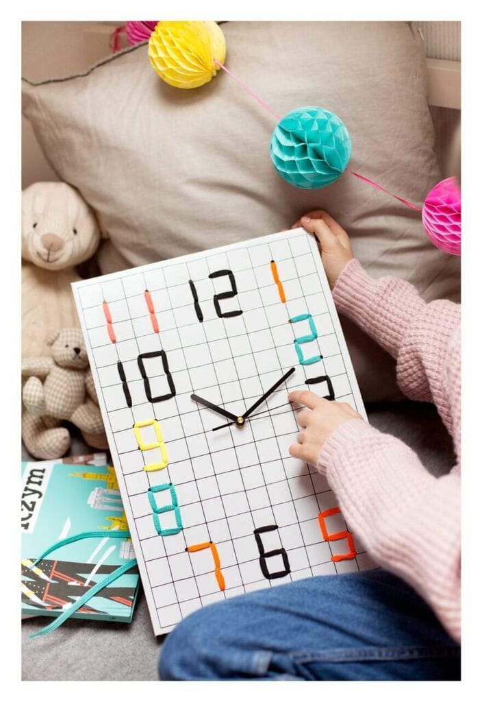 7 pomysłów na designerski prezent na Dzień Dziecka - DIY Digital Clock - Tiku Tiku Design