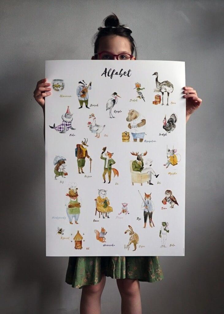 7 pomysłów na designerski prezent na Dzień Dziecka - Plakat alfabet (nie)zwierzęta - HI LITTLE