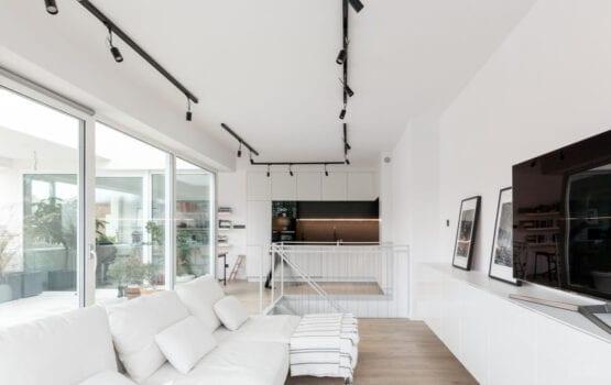 Apartament w Koszalinie z widokiem na park projektu MAS Estudio