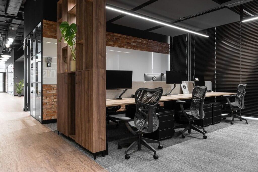 Fotele w biurze - Wnętrze nowego biura Universal Music Polska w Warszawie projektu The Design Group