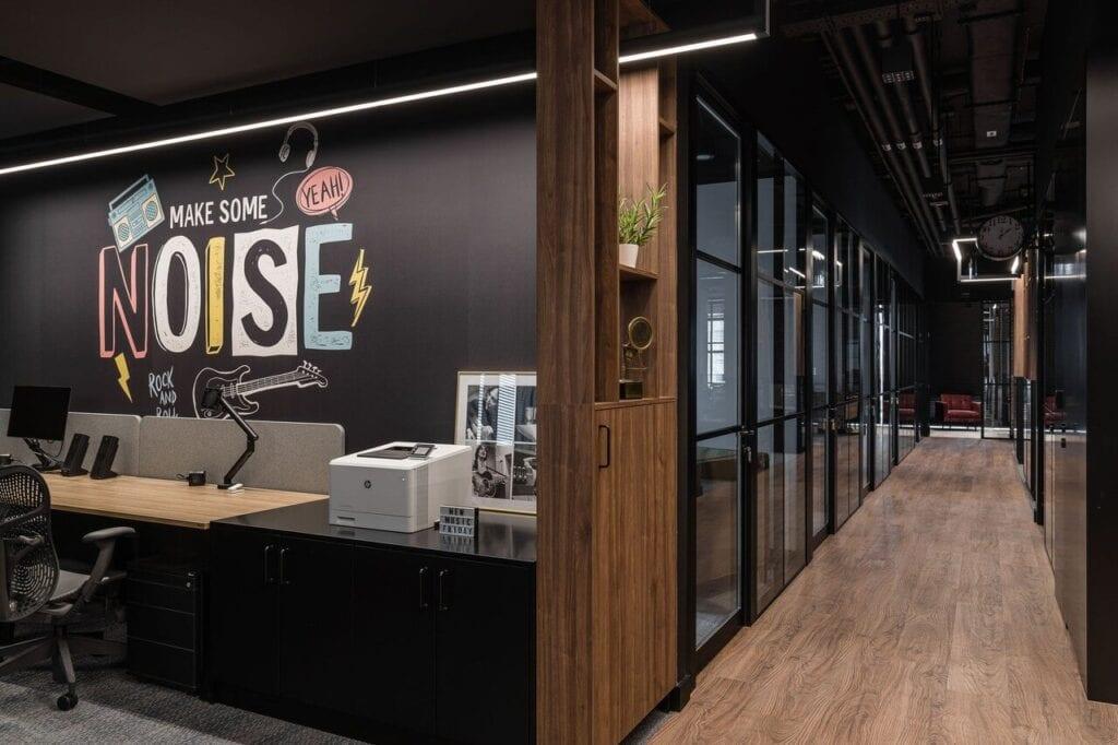 Wnętrze nowego biura Universal Music Polska w Warszawie projektu The Design Group