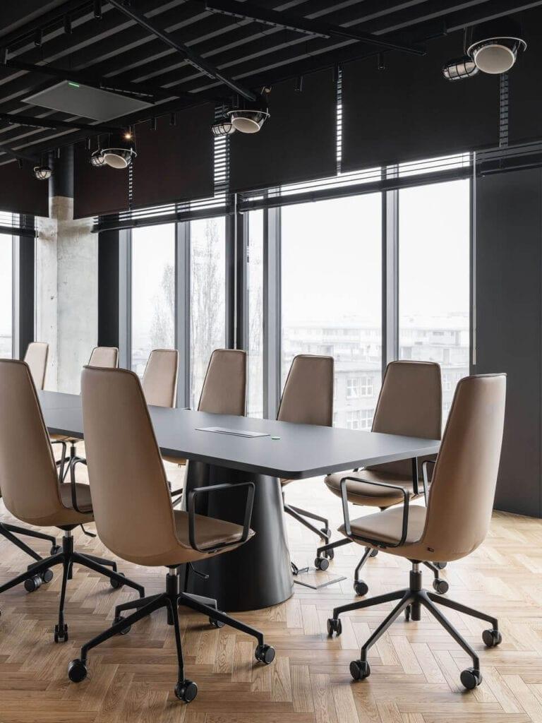 Duża sala konferencyjna - Wnętrze nowego biura Universal Music Polska w Warszawie projektu The Design Group