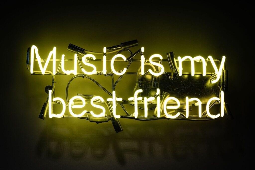 Neon Music is my best friend - Wnętrze nowego biura Universal Music Polska w Warszawie projektu The Design Group