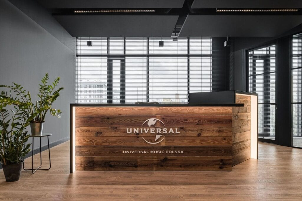 Lada recepcyjna - Wnętrze nowego biura Universal Music Polska w Warszawie projektu The Design Group