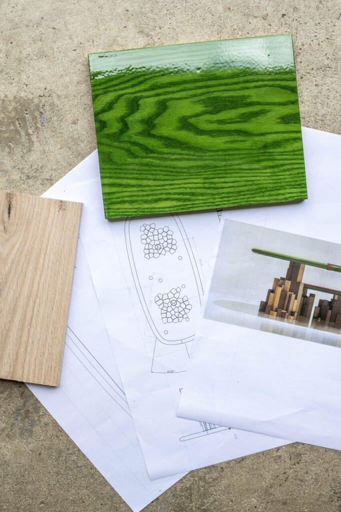 Stół The Kadamba Gate - projekt Ini Archibong