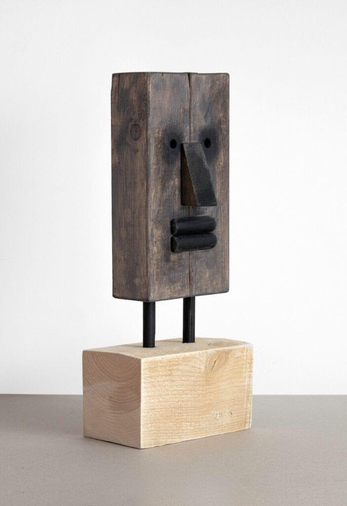 Maska 1 - kompozycja z drewnianych odpadów budowlanych - foto Bartosz Mucha