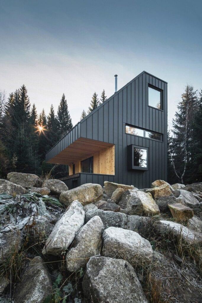 Niezwykły domek letniskowy na skraju lasu - projekt NEW HOW architects - foto Petr Polák