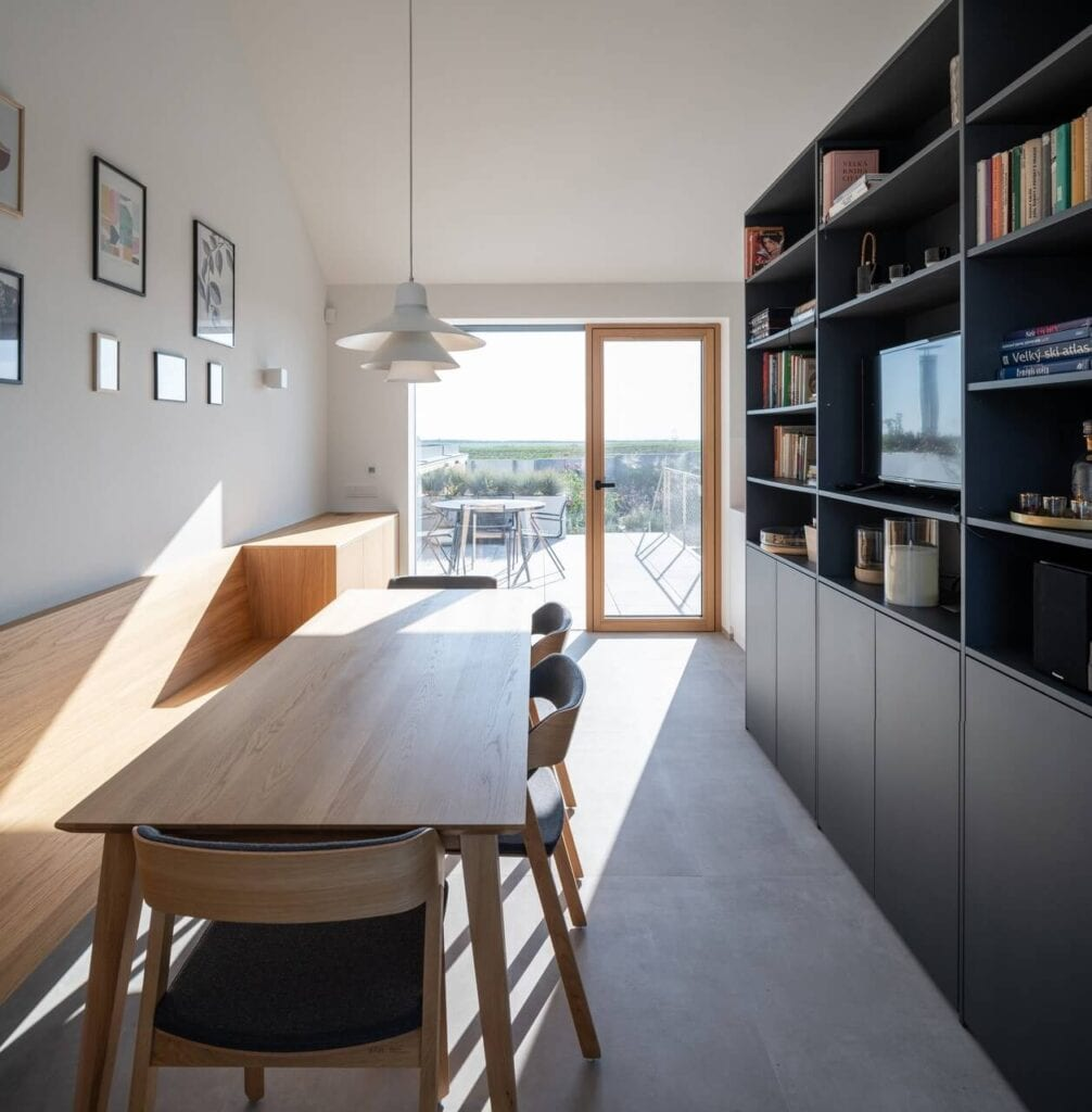 SENAA architekti i projekt domu z widokiem na wzgórza - foto Alex Shoots Buildings
