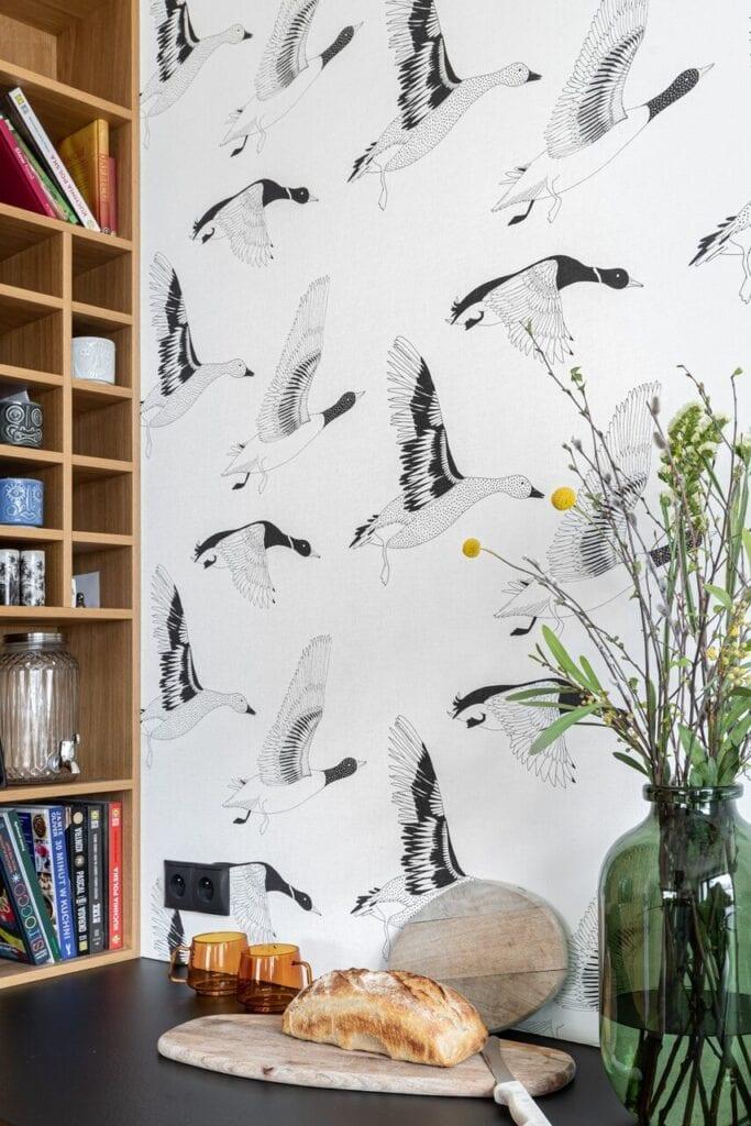 Tapeta z gęsiami w kuchni - foto INKADR Fotografia wnętrz Natalia Kaczmarek