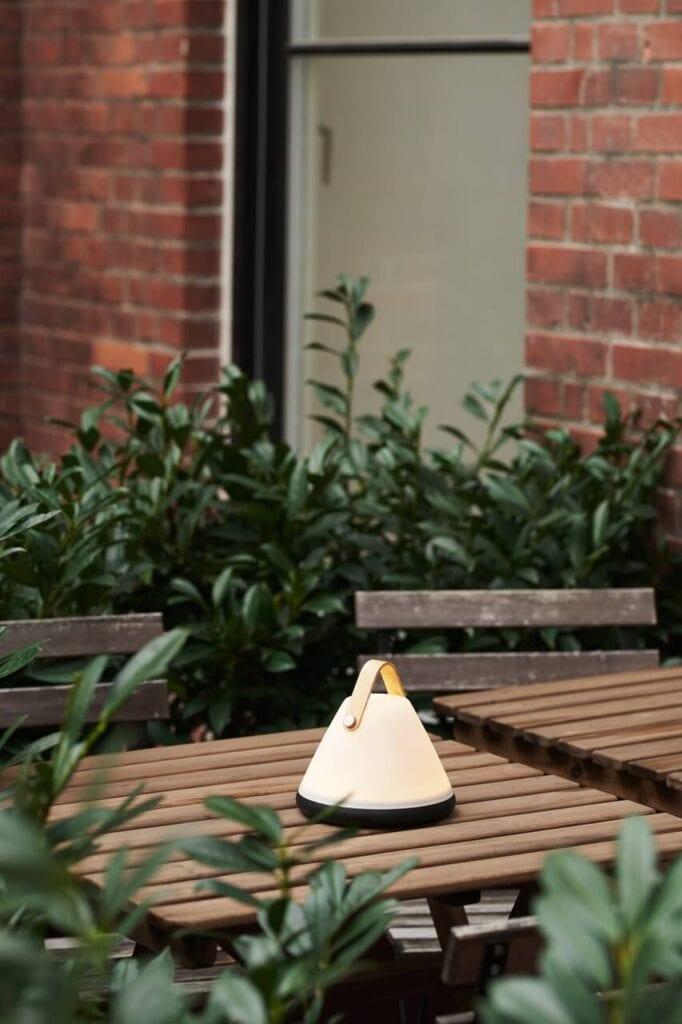 Wybieramy oświetlenie do ogrodu i na balkon – porady i inspiracje - Strap To Go