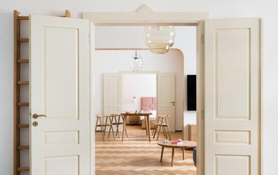 Apartament w Dejvicach – miejsce pełne nowoczesnych inspiracji