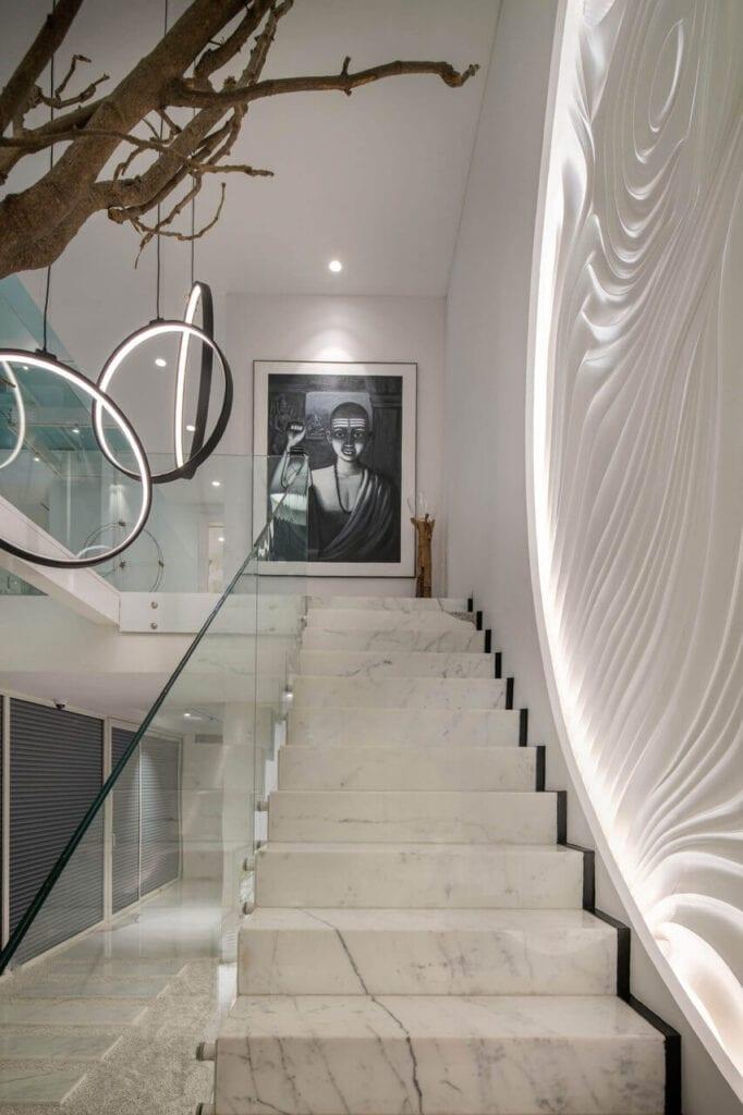 Schody prowadzące na piętro domu