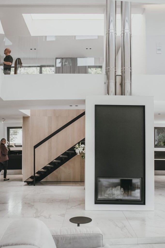 Nowoczesna aranżacja domu sprzed 30 lat projektu pracowni MMOA - foto Janina Tyńska