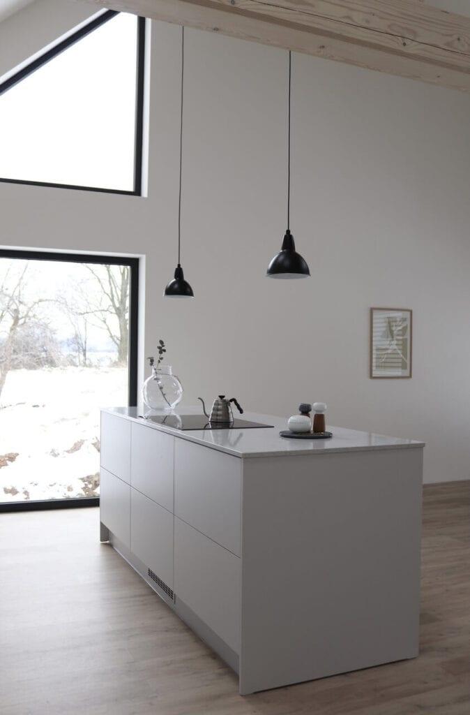 Skandynawski minimalizm w domu w czeskiej wsi Němčice - St-LuciLiving
