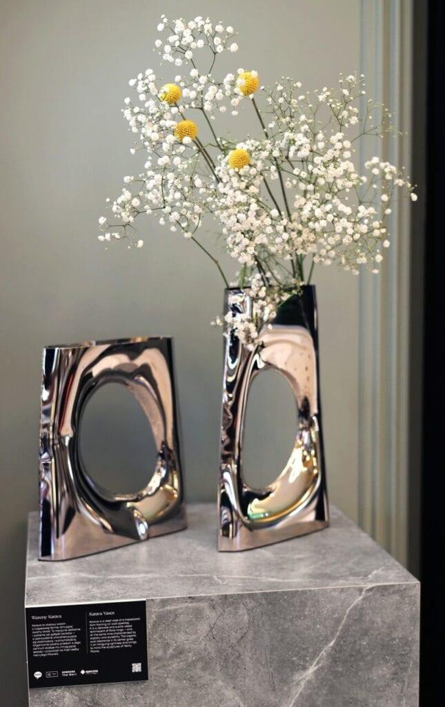 """""""Steel Lifes. Oskar Zięta's Vases"""" - wystawa prac Oskara Zięty - foto Opoczno"""
