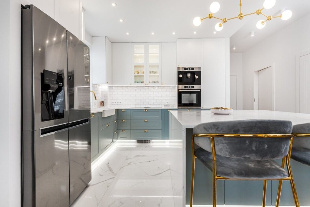 Przestronna kuchnia - 120-metrowa domowa przestrzeń w stylu Art Deco