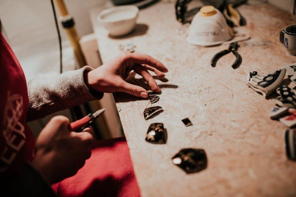 Biżuteria z talerzy, czyli niezwykłe wyroby Magdaleny Ziółkowskiej - foto Radek Zawadzki