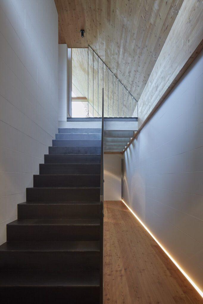 Wnętrze domku letniskowego w Beskidach projektu Studio Pavel Míček Architects