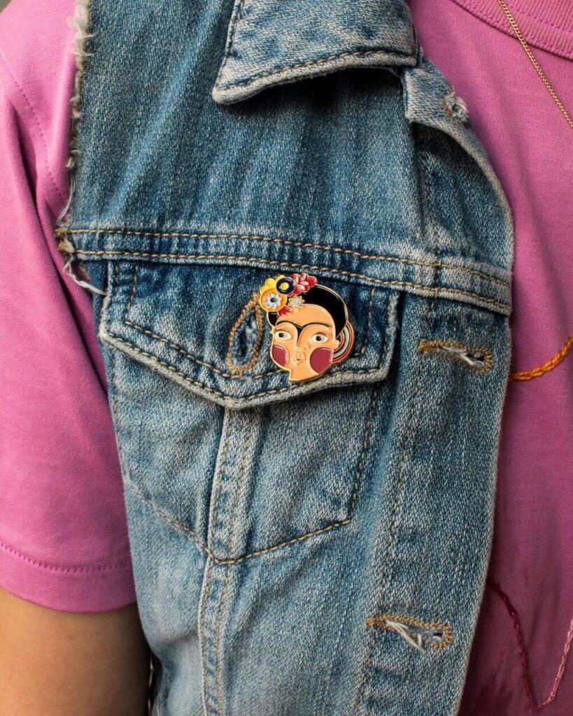 Iza Bułeczka - feminizm w artystycznym wydaniu - przypinka Frida