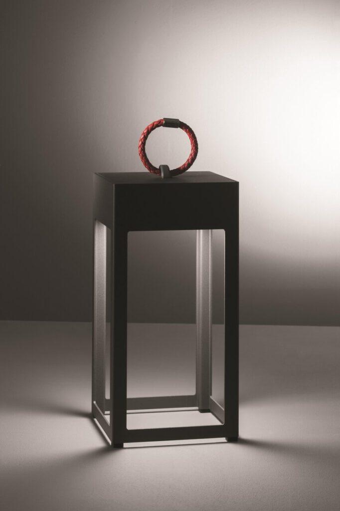Kolekcja lamp inspirowana światłem wysyłanym przez latarnie morskie