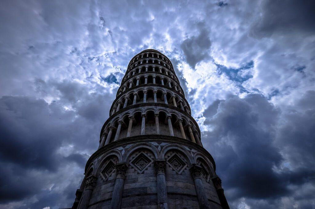 Krzywa wieża w Pizie - historia i ciekawostki - foto Francesco Ungaro - Unsplash