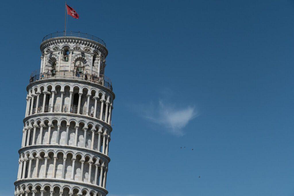 Krzywa wieża w Pizie - historia i ciekawostki - foto Marco Ceschi - Unsplash